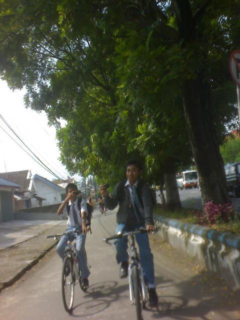 (ini lagi Gw sama Mharta lagi di Jalan Ahmad Yani)