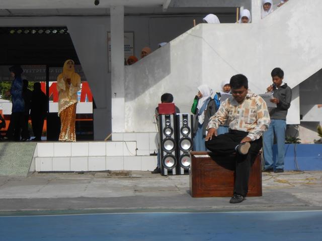 Ayah sangkuriang sedang menunggu dayang sumbi :)