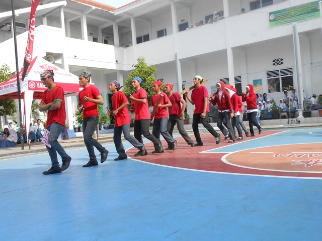 Pasukan jeans (dibaca jin) masuk lapangan