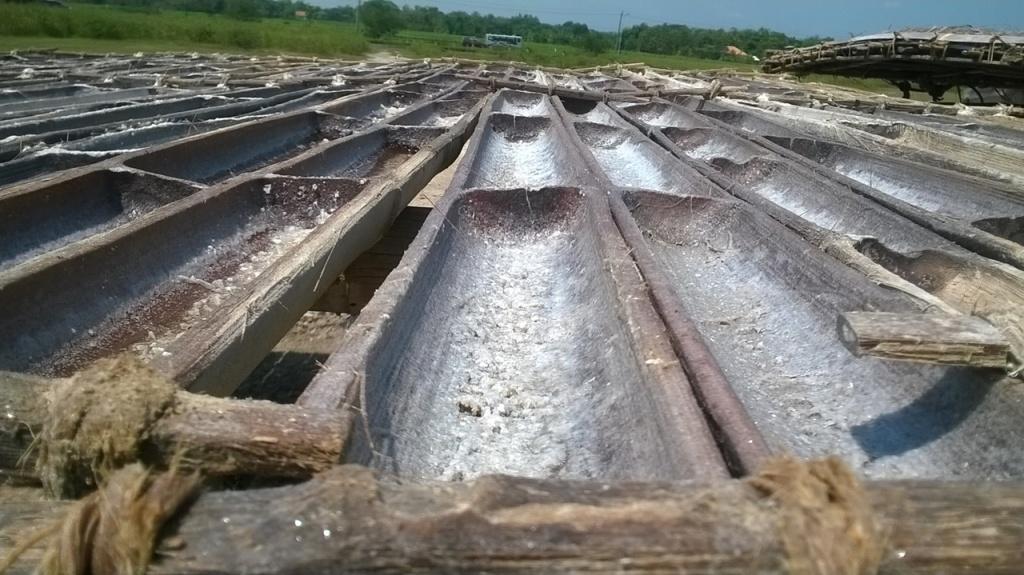 air dari lumpur yang udah mengkristal jadi garam.